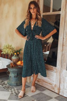 Women half sleeve chiffon polka dot bohemian dress summer v neck beach party boho dress sundress vestidos Source by annaskubajoyanipl Dresses Green Midi Dress, Floral Midi Dress, Boho Dress, Floral Dresses, Navy Blue Dresses, Dress Beach, Women's Dresses, Casual Dresses, Fashion Dresses