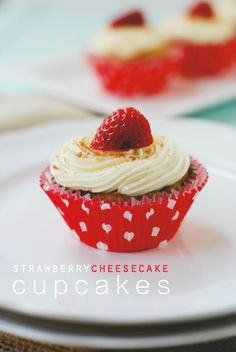 Strawberry Cheesecake Cupcakes Graham cracker crust, vanilla cake with chunks of fresh strawberries, and a decadent cream cheese frosting! Baking Cupcakes, Yummy Cupcakes, Cupcake Recipes, Cupcake Cakes, Fun Easy Recipes, Snack Recipes, Dessert Recipes, Snacks, Graham Cracker Dessert