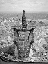 Sydney Harbour Bridge : View of south side creeper-crane, 1930