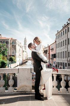 Engagement Photoshoot in Venice, Italy by Olga Makarova on OneThreeOneFour 12