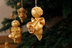 diy ornement ange de noel avec des pâtes peintes en or
