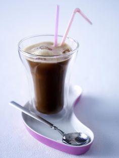 Unser beliebtes Rezept für Café frappé (Löslicher Kaffee mit Eiswürfeln) und mehr als 55.000 weitere kostenlose Rezepte auf LECKER.de.