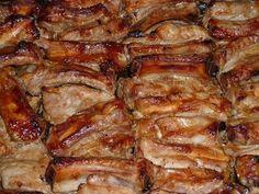 Křupavý pečený vepřový bok marinovaný v medu, hořčici a kečupu! Hungarian Recipes, Russian Recipes, Pork Recipes, Chicken Recipes, Cooking Recipes, Top Salad Recipe, Baked Pork Ribs, Salsa Barbacoa, Good Food