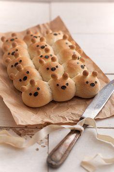 Friend bread Bears Recipe ingredients serving15(original recipe makes 15 small bread bears) 200 g/7,1oz bread flour 11...                                                                                                                                                                                 Más