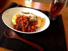 オムライス、休日に食べたくなるんです。 - 8件のもぐもぐ - ミートソースをのっけたオムライス☆ by ChallengerSH27