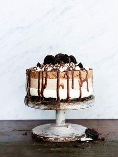 Kolmikerroksinen suklaa-juustokakku Tiramisu, Cheesecake, Sweets, Baking, Ethnic Recipes, Desserts, Easy, Food, Drinks