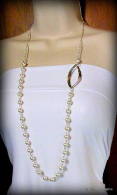 This necklace features a stunning contemporary leaf which is paired up with Swarovski pearls to create a beautiful asymmetric design. The necklace measures 32 inches long. It is shown here in white, but can be ordered in the following colors: white, black, dark gray, night blue, dark