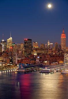 Midtown Moonlight Manhattan New york https://www.stopsleepgo.com/vacation-rentals/new-york/new-york/united-states