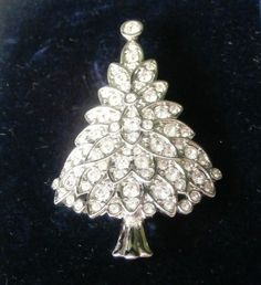 Signed-Swarovski-Pin-Brooch-Rhodium-Plated-Christmas-Tree-2000-with-Crystals-Min