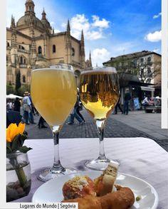 Momentos inesquecíveis em Segovia com a Catedral de Santa Maria de Segovia em segundo plano.  Uma catedral construída entre os séculos XVI e XVIII de estilo gótico com traços de renascentistas. Lugar incrível que vale a visita Ad Pinterest/ arqdecoracao @arquiteturadecoracao @acstudio.arquitetura #arquiteturadecoracao #olioliteam #instagrambrasil #decor #arquitetura #segovia #españa