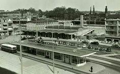 Het oude busstation met daar achter het oude treinstation van Arnhem 1950 #Gelders Archief