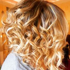 Spotted...in salone! Capelli sani, biondi ma con originalità, taglio corto di stile e magari un po' mossi...con il Degrade' Joelle e il taglio Punte Aria puoi! #cdj #degradejoelle #tagliopuntearia #degradé #dettaglidistile #welovecdj #clientefelice #beautifulhair #naturalshades #hair #hairstyle #hairstyles #haircolour #haircut #fashion #longhair #style #hairfashion