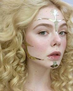'The Neon Demon' Makeup Artist On Elle Fanning's Hauntingly Beautiful Looks Elle Fanning, Makeup Inspiration, Character Inspiration, Makeup Art, Hair Makeup, Movie Makeup, Demon Makeup, Poses, Pretty People