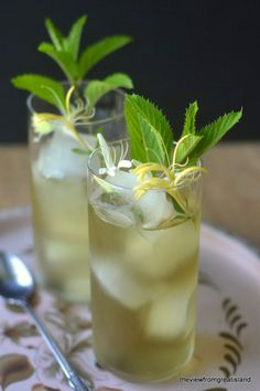 During the long summer months, there is nothing I like better than a big glass of Iced Tea. Here's a round up of your new favorite Summer Iced Tea Recipes! Iced Tea Recipes, Cocktail Recipes, Cocktails, Drink Recipes, Refreshing Drinks, Summer Drinks, Honeysuckle Cottage, Honeysuckle Vine, Smoothies
