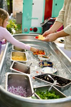 Water trough ice bin. Now place a linen over it and fill with water.  **Fill with candles and place on the bar** Party Ideas, Party Games, Food Truck, Taco Bar Wedding, Reception Food, Wedding Reception, Brunch Wedding, Wedding Tables, Snacks