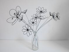 Mural Floral, Floral Wall, Wire Art Sculpture, Sculptures, Very Beautiful Flowers, Bouquet, Farm Crafts, Wire Flowers, Nature Decor
