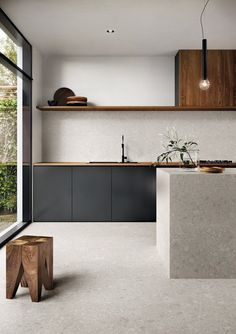 An earthy modern kitchen that sings textured perfection with the composition of materials used. The warm timber livens up the modern matt black cabinetry and seamless transition of stone island and flooring. Minimal Kitchen Design, Interior Design Kitchen, Kitchen Designs, Minimal Home, Minimalist Kitchen Inspiration, Diy Interior, Interior Modern, Minimalist Interior, Apartment Interior