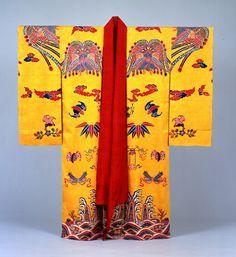 1 国宝 黄色地鳳凰蝙蝠宝尽青海立波文様紅型絹袷衣装
