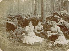 Picnic. 1890s.