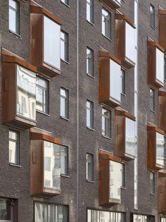 Exteriör gatufasad kv Abisko Flerfamiljshus med fasad tegel i Norra Djurgårdsstaden, Stockholm. Arkitekt: Tengbom arkitekter Fotograf: Michael Perlmutter