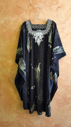 Check out this item in my Etsy shop https://www.etsy.com/listing/552178109/rare-authentic-african-heritage-kimono