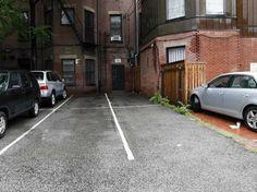 Η Λάιζα Μπλούμενταλ πλήρωσε για δύο θέσεις στάθμευσης στη Βοστώνη 560.000 δολάρια ή περίπου 390.000 ευρώ! Οι θέσεις ανήκαν στην αμερικανική εφορία και βγήκαν σε δημοπρασία, όπου πλειοδότησε η Μπλούμενταλ.