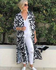 Best Fashion Tips For Women Over 60 - Fashion Trends Fashion Over Fifty, Over 50 Womens Fashion, 50 Fashion, Fashion Tips For Women, Kimono Fashion, Look Fashion, Plus Size Fashion, Fashion Outfits, Fashion Trends
