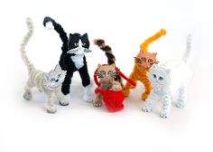 An Army of Pipe Cleaner Critters – Dress It Up Crafts Pipe Cleaner Projects, Pipe Cleaner Art, Pipe Cleaner Animals, Pipe Cleaners, Cat Crafts, Crafts To Do, Home Crafts, Crafts For Kids, Mini Teddy Bears