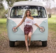 Volkswagen Bus, Vw Bus T2, Volkswagon Van, Vw Camper, Kombi Hippie, Combi Ww, Vw Fox, Hot Vw, Bus Girl