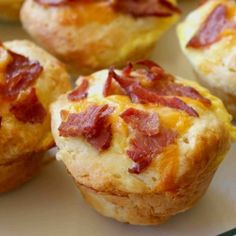 Bacon and Cheese Breakfast Muffins. These yummy breakfast muffins are great for taking along on the bus ride to school. Breakfast Desayunos, Breakfast Dishes, Breakfast Recipes, Breakfast Biscuits, Breakfast Healthy, Health Breakfast, Breakfast Ideas, Think Food, Love Food