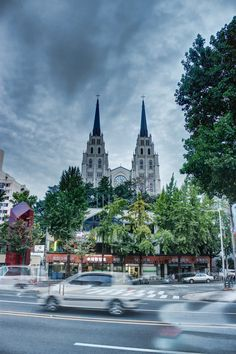 A long exposure shot of the cathedral in downtown Daegu. Philippines Palawan, Philippines Travel, Japan Travel Tips, Asia Travel, Beautiful Streets, Beautiful Places, The Places Youll Go, Places To Go, South Korea Photography