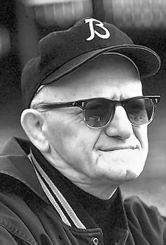 """""""Papa Bear"""", George Halas, served in both WWI and a very special man. His birthday was celebrated on Super Bowl Sunday. Very appropriate, I think! Nfl Chicago Bears, Bears Football, Football 101, Football Players, Nfl Sports, Sports Stars, Walter Payton, Nfl Cheerleaders, Vintage Football"""