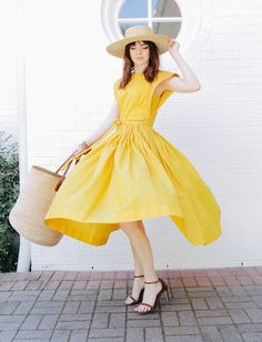 Wanted : une robe jaune qui tourne (robe vintage - photo Sea of Shoes) Yellow dress