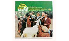"""Platz 2: The Beach Boys - """"Pet Sounds"""" Wer will sich diesen Scheiß denn anhören?"""", fragte Sänger Mike Love, als ihm Brian Wilson, das Wunderkind der Band, seine neuen Kreationen vorspielte. """"Hundeohren vielleicht?"""" Loves Invektive erwies sich indes als durchaus hilfreich: """"Wie der Zufall es wollte"""", erinnerte sich Wilson später, """"lieferte uns Mikes Wutanfall den Titel des Albums."""" Bellende Hunde – unter anderem Wilsons Hund Banana – sind denn auch auf dem Album prominent vertreten. Und die…"""