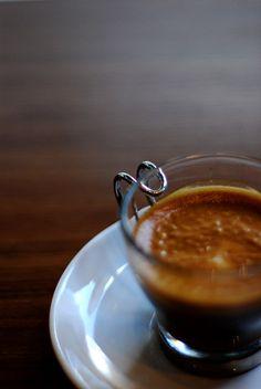 Un caffè macchiato grazie| by Lupo Lupo | via du-cafe
