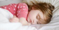 En esta entrada te explico cómo, basándome en mi propia experiencia, puedes conseguir que tu hijo duerma solo en su habitación sin traumas.