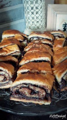 Annyira szereti a család, hogy megesik, hogy akár 2-3 alkalommal is sütnöm kell egy héten ebből a kalácsból. Egyszerűen eteti magát! Jó sok... Hungary Food, Sweet Pastries, Christmas Desserts, Sweet Recipes, Tart Recipes, Gourmet Recipes, Cookie Recipes, Dessert Recipes, Healthy Recipes