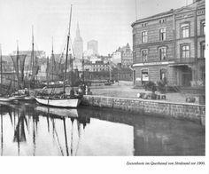 Åledrivkvaser i Stralsund før 1900. I Querkanal. Kilde: Timm Stütz, Erlebniswelt Zeesenboote, Hamburg 1997.