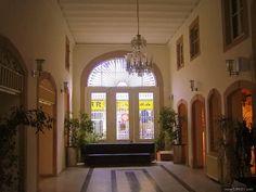 T.B.M.M Egemenlik Evi (Eski İzmir Belediyesi)    İZMİR EGEMENLİK EVİ Ulusal Mücadele yıllarında İzmir Müdafaayı Hukuk Teşkilâtının çalışmalarına mekân teşkil etmiş, uzun yıllar İzmir Belediye Binası olarak kullanılmıştır. 1970'li yıllarda belediyenin taşınmasından sonra boşaltılıp, TBMM Vakfına devredilmiştir.