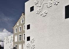 Image 1 of 20 from gallery of Auer Primary School & bergmeisterwolf architekten. Photograph by Oskar Dariz Education Architecture, School Architecture, Amazing Architecture, Building Skin, School Building, Primary School, Elementary Schools, Building Elevation, How To Feel Beautiful