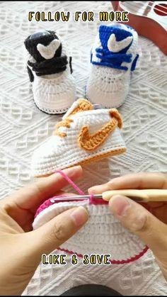 Easy Crochet Slippers, Crochet Baby Sandals, Crochet Baby Boots, Booties Crochet, Crotchet Baby Shoes, Crochet Baby Stuff, Crochet For Baby, Crochet Baby Booties Tutorial, Crochet Baby Clothes Boy