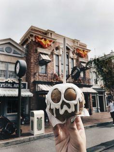 Disneyland, disneyland Halloween, Disney Carmel apples, dineyland treats, Halloween treats
