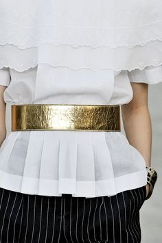 Editorialist's definitive roadmap to top trends of spring 2015 including waist-defining belts.  https://editorialist.com/magazine/12055/spring-summer-2015-accessories-report#0
