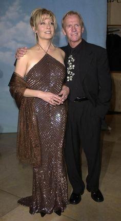 Paul Hogan and Linda Kozlowski