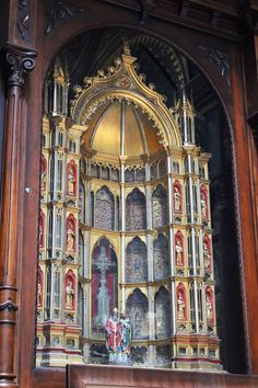 St. Anthony's chapel, Pittsburgh, which houses the second-largest collection of Christian relics in existence after the Vatican. This reliquary in the Chapel contains around 700 relics