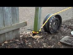 Use of tire rim, tow rope and truck to remove fence posts Vintage Toys 1960s, Deck Posts, Yard Tools, Old Fences, Old Tires, Homemade Tools, Simple Life Hacks, Removal Tool, Diy Garage
