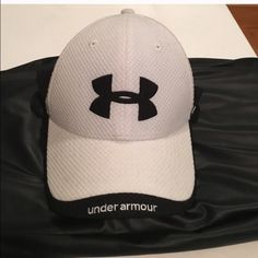 Under Armour Hat Never worn * perfect condition adjustable back Accessories Hats