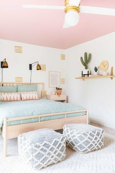 How To Paint an Accent Wall + Guest Bedroom Makeover &; Sugar Cloth How To Paint an Accent Wall + Guest Bedroom Makeover &; For DIY […] makeover Deco Design, Ad Design, Design Color, Design Ideas, Accent Wall Bedroom, Accent Walls, Girl Bedroom Designs, Girls Bedroom Ideas Paint, Bedroom Paint Design