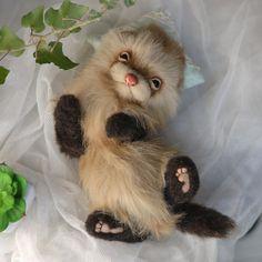 Frettchen ist von Hand genäht aus weichem koreanischen Kunstfell. Groß von Kopf bis Hinterbeine ist etwa 26 cm, die Beine an den Gelenken, der Körper und die vorderen Beine des Drahtrahmen. Kopf dreht sich nach links und rechts, oben und unten. Drehen nicht 360 Grad. Spielzeug ist in der