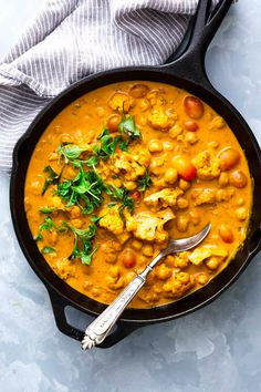 This is a classic coconut curry with tender cauliflower and soft chickpeas thats all made in one pot and has a simple mix of spices. That sauce is super addictive and you'll love how easy it is to mak Cauliflower And Chickpea Curry, Chickpea Coconut Curry, Chickpea Masala, Coconut Curry Shrimp, Coconut Curry Sauce, Coconut Chicken, Cauliflower Recipes, Chickpea Recipes, Salads